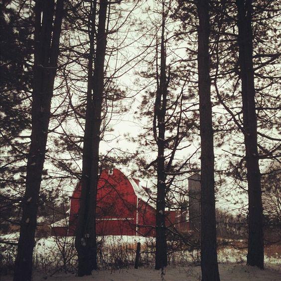 Harter Barn @ Silver Creek Metro Park, Ohio - Photo by katyliz09