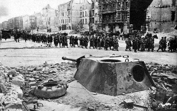 stationary Panther turret in streets of Berlin - Google zoeken