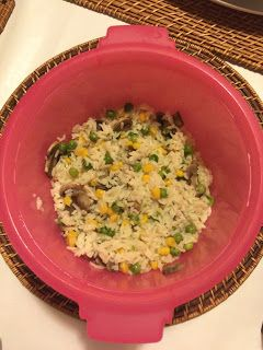 Há sempre qualquer coisa!: Arroz de legumes na micro arroz da tupperware