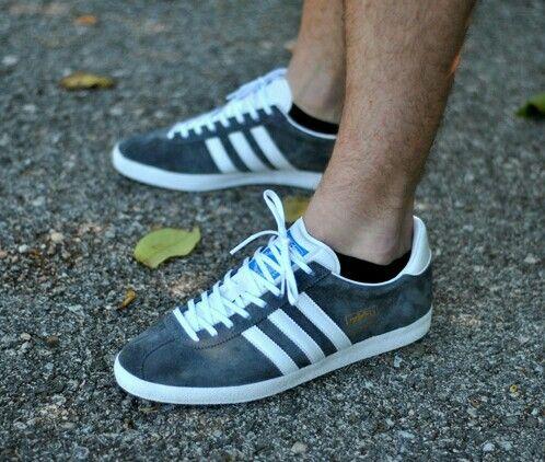 Adidas Gazelle on the street   Adidas gazelle bleu, Gazelle bleu ...