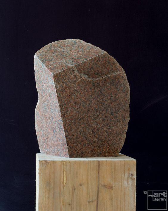 Solitär, aus Granit, Feldstein Skulptur von Bildhauer Klaus W. Rieck