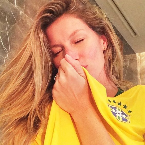 giseleofficial Pronta pro jogo! Vai que é tua Brasil!!! #VamosBrasil #CopadoMundo Ready for the game! Go Brazil!!! #WorldCup