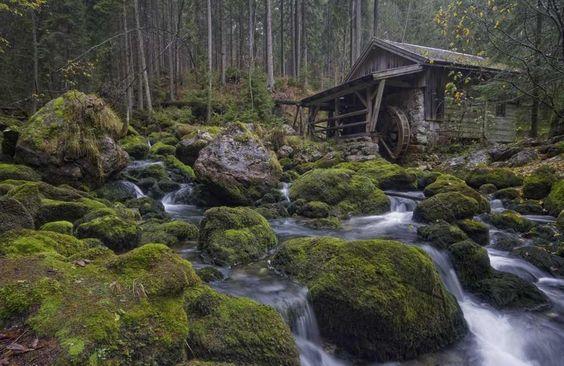 am Gollinger Wasserfall in Österreich