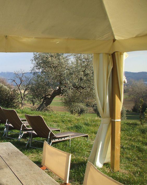 http://www.italianstyleferienunterkunft.de/Agriturismo/Landhaus-Gelsomino-Marken-A-25  Uebernachtung schon ab € 44,00 inklusive reichhaltivem Bio Fruehstueck!