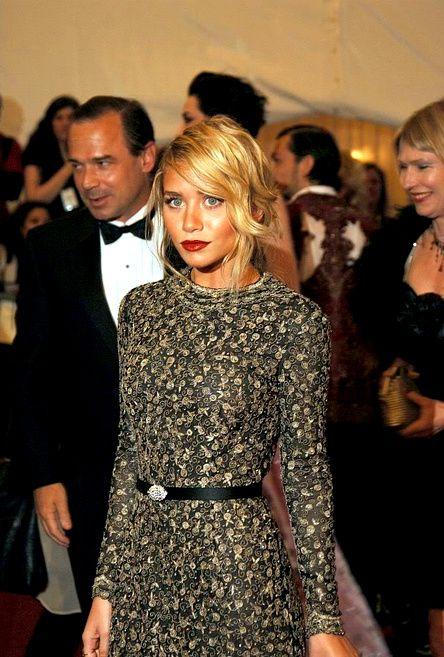 #olsentwins #style Ashley Olsen - love her dress! http://sashalovesblog.likes.com/
