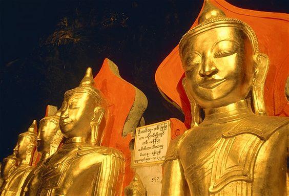 (© Sergio Pitamitz/Corbis)Estátuas de Buda em ouro em uma caverna em Pindaya, em Burma