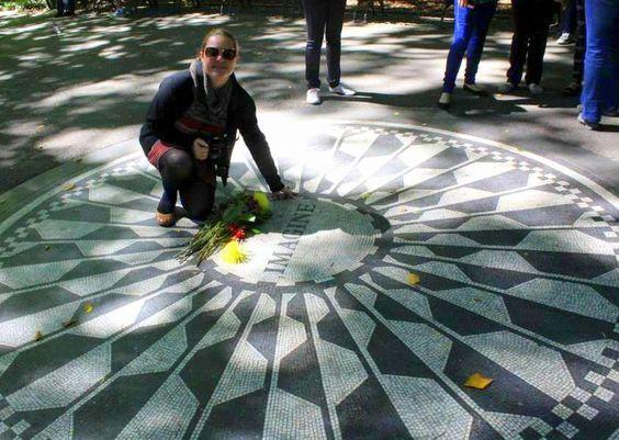 Eu lá! No Central Park. No ponto mais lindo do parque, mais emocionante, mais importante. E tinham flores, e tinha música, e tinha muita gente feliz ali em volta. Muito obrigada!!!!