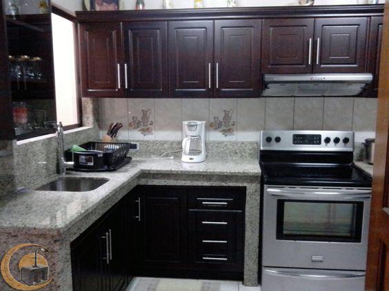 Mueble de cocina estructura melamina con las puertas con - Colgar microondas cocina ...