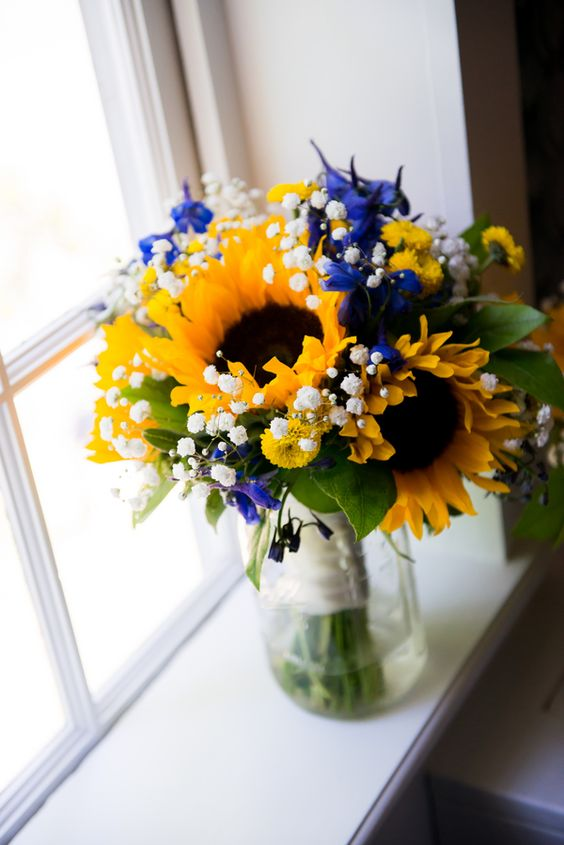 {Royal Blue & Sunflower Yellow} Summer Wedding|Photographer:  Michele Conde Photography