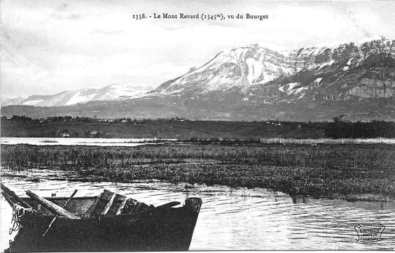Mont Revard vu du lac Bourget. Fishing boat in the Bourget lake with a few on Le Mont Revard