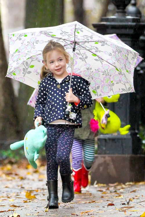 Marion and Tabitha Broderick brave the New York rain – Gallery Photo 3   Celebrity Baby Scoop