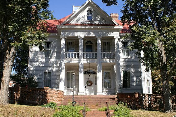 Another view of the Cline Mansion in Milledgeville, Georgia, where a teenage Flannery lived.