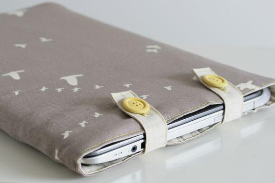 The Crafty Kitty | Padded Organic Canvas Laptop Sleeve Tutorial