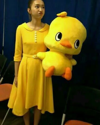 黄色ワンピースの新垣結衣