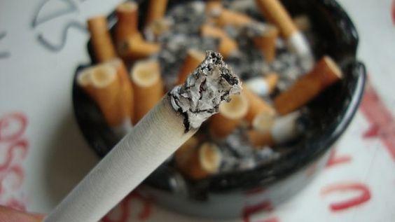 Come eliminare l'odore di fumo da una stanza