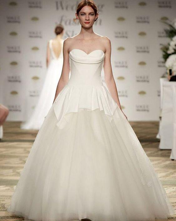 そしてこちらがフィナーレ。ラストルックも、ヴェラ・ウォンでした。  #VOGUEWedding #ヴォーグウエディング #プレ花嫁 #ドレス選び #ウエディングドレス #ウェディングドレス #結婚準備 #ブライダル #ウェディングシューズ #ウエディングシューズ #テーブルコーディネート #装花 #ブーケ #bridal #weddingdress #bridaldress #bridalgown #bridalshoes #weddingshoes