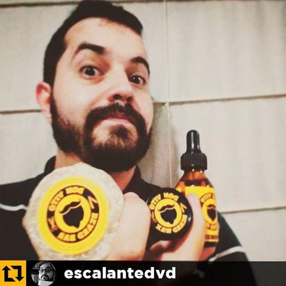 El kit del día a día para el cuidado de tu barba y bigote cortesía de nuestro hermano barbudo @escalantedvd  y tú? Qué esperas para tener el tuyo? Tu barba y tu piel te lo agradecerán! Recuerda visitar nuestra página en Facebook  (link en el perfil) y escribirnos a: donvitobeardoil@gmail.com  para hacer tu pedido de forma rápida y segura.  #beardgang #beardfact  #moustaches  #bearded  #beardy  #instabeard  #beardnation  #beardoil  #donvitobeardoil  #beard #beardlove #beardcare #grooming…