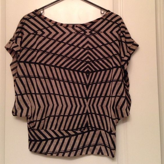 Abstract top Loose fitted top with wide sleeves. Form fitting at the bottom and is overall a very flattering top. No tag but will fit a small/medium Tops