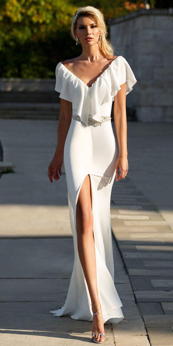 Fashionable Si Miantan V-neck Neckline Sheath/Column Wedding Dress With Beadings
