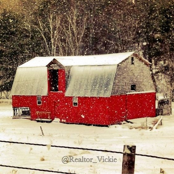 This Barn is located on a desolate country road in Piermont, NH