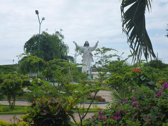 main plaza of Muisne features a statue of a man in the midst