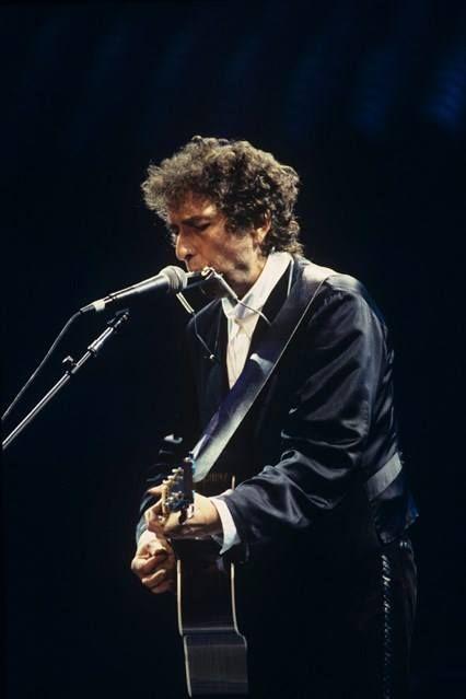 ハーモニカとギターのスタイルはいつまでも変わらないボブ・ディラン