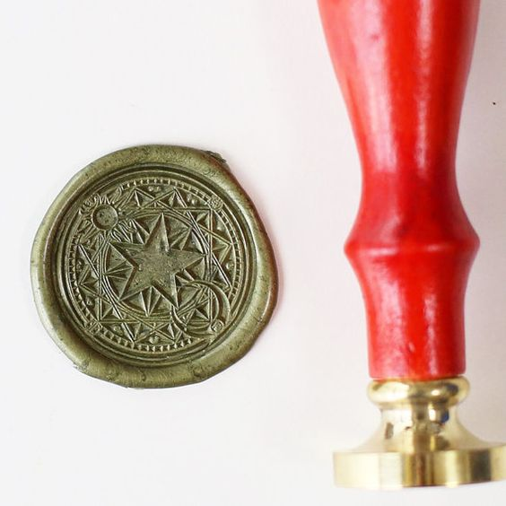 Youll receive a wax seal stamp with the Cardcaptor Sakura power - Measured approx. 2.5 x 9 cm/ 3cm* 9cm - Made with gold plated brass with wooden handle