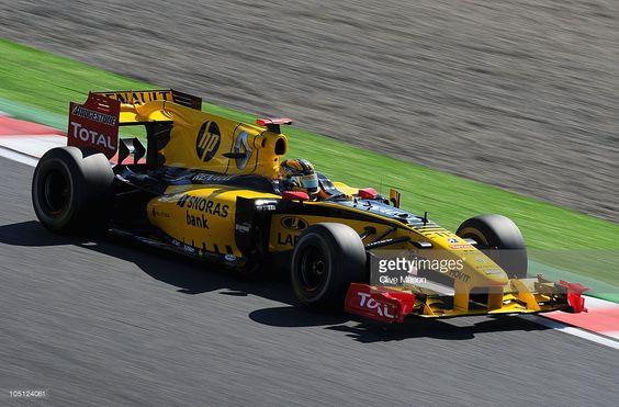 Robert Kubica w bolidzie Renault na torze Suzuka