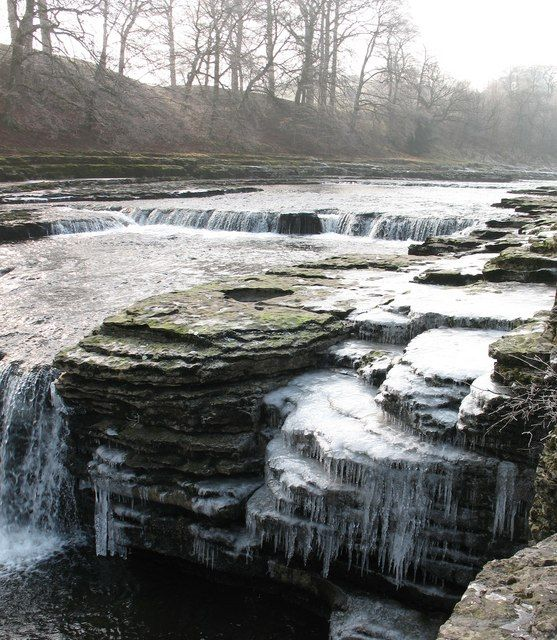 The lower falls at Aysgarth, N. Yorkshire, with both running water and plenty of icicles (stalactites).