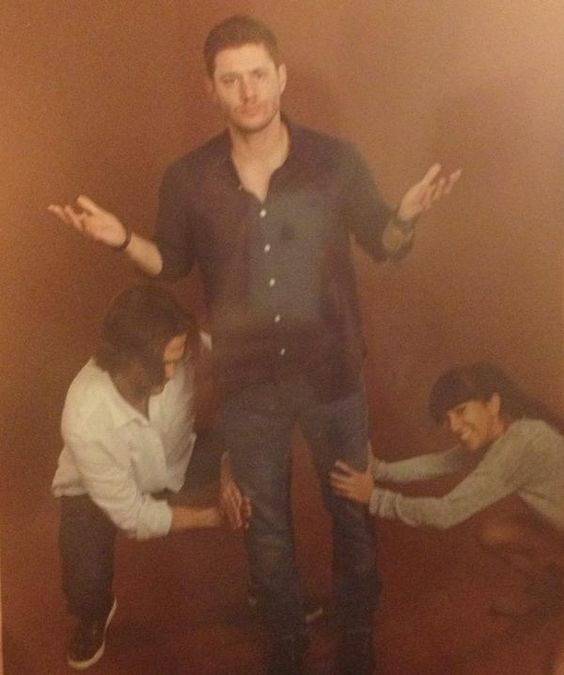 Kneel, puny humans! Worship the might of the bowlegs! Jensen, Jared and one lucky female fan in a photo op.