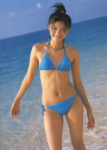 榮倉奈々ポニーテールで水着の若い画像