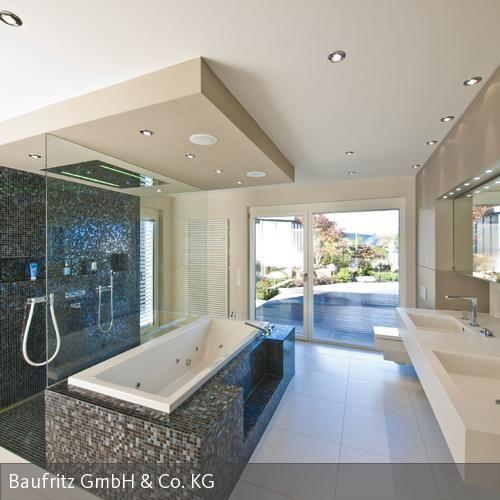 """Besonders die """"Wellness-Oase"""", das Badezimmer mit Regendusche und eigener Sauna besticht durch ihre Extravaganz. Eine kleine, direkt vom Bad aus begehbare, von…"""