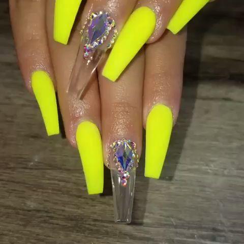 Neongelbe Sargnagel Mit Diamantschliff Diamantschliff Mit Neongelbe Sargnagel Neon Acrylic Nails Green Acrylic Nails Purple Acrylic Nails