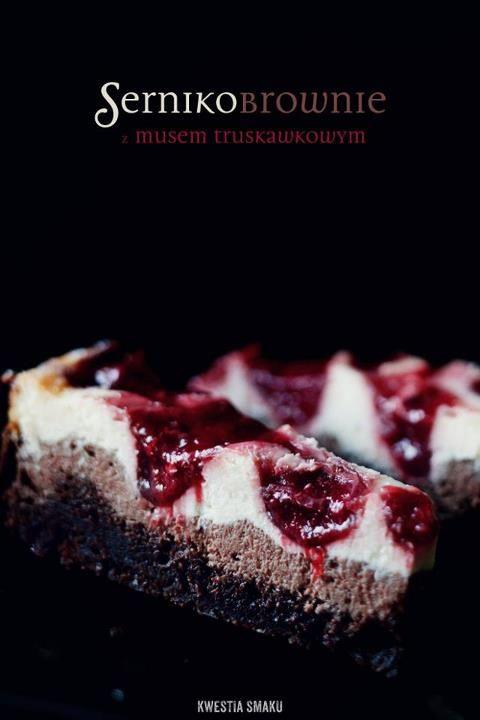 *** ciasto jest szybkie do zrobienia, bez podpiekania spodu, bez konieczności długiego schładzania  *** można je jeść od razu po upieczeniu i ostudzeniu ;)  *** mus truskawkowy można przygotować z mrożonych truskawek i można go dać naprawdę dużo  *** nie trzeba piec z kąpielą wodną.    Czy już jesteście przekonani? :)    Przepis można wydrukować tutaj:  http://www.kwestiasmaku.com/desery/serniki/sernikobrownie_z_musem/przepis.html