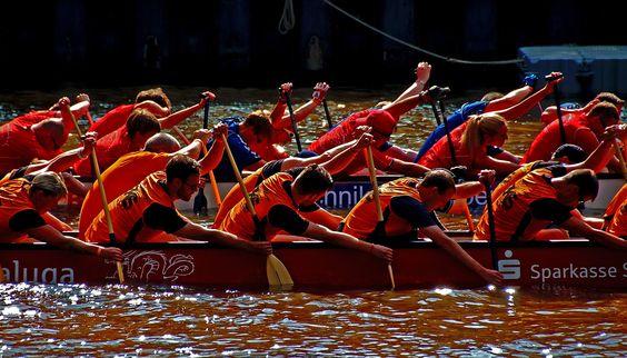 Die Anstrengung beim Drachenbootrennen ... ist die gleiche, egal welche Farbe das Wasser der Saar hat. Und dieses Mal ist es eben braun. :-)