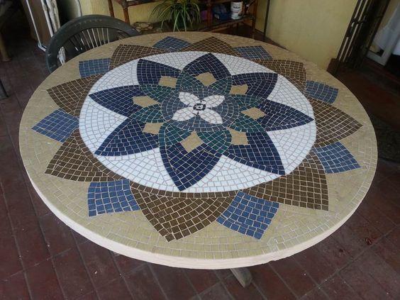Mesa mosaico con teselas mosaiquismo pinterest mesas for Mesas de mosaico
