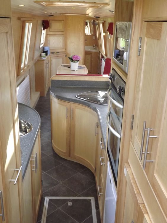 narrow boat interiors - I really, really like this.  I could so live here.  Hmmm......back to the Narrowboat dream for real