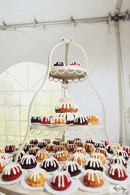 This will be my wedding cake...no questions asked. I'm obesessed :)