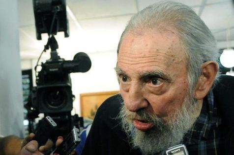 04.02.13 / Fidel Castro réapparaît en public pour les législatives cubaines / Fidel Castro dans un bureau de vote à La Havane, le 3 février.