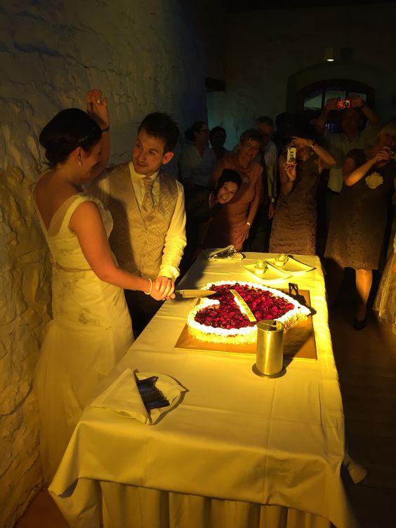 Anschneiden Hochzeitstorte !