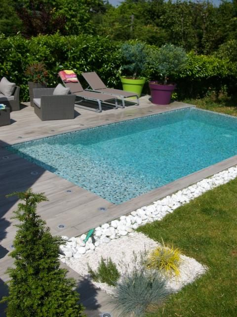 Photos d coration de piscine rectangulaire 6 x 3 m plage et margelle en carrelage de lapin for Jardin et piscine design