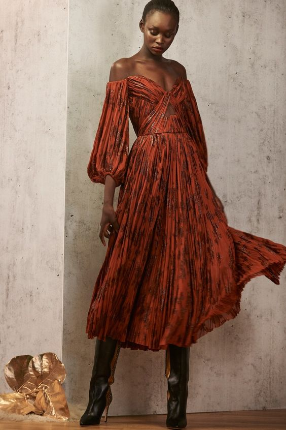 J. Mendel Pre-Fall 2019 collection, runway looks, beauty, models, and reviews.