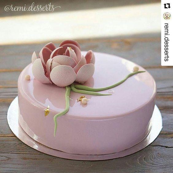 #Repost @remi.desserts with @repostapp ・・・ Доброе нежное утро  пусть этот последний рабочий день пролетит легко и непринужденно :