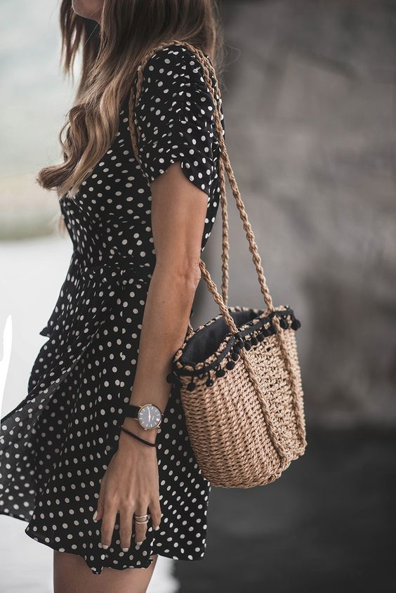 Polka dots and a straw bag Pinterest: @fromluxewithlove / www.fromluxewithlove.com