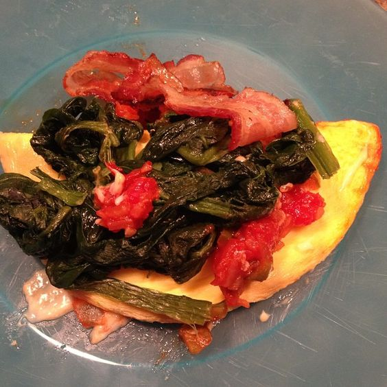 Omelet with spinach, salsa and cheese. A quite scrumptious breakfast!