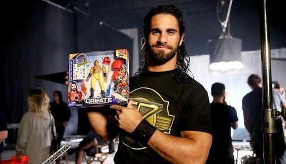 WWE: mira a Seth Rollins y Roman Reigns jugar con sus figuras de acción (FOTOS Y VIDEO)