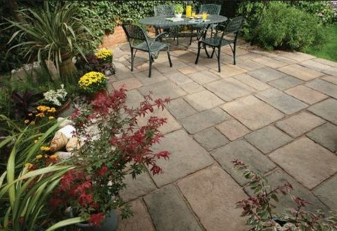 Bradstone Bamburgh Mill concrete flagstones in a 10.9m2 patio pack. #concreteflagstones #pavingslabs #patioslabs