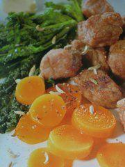 Ricetta facile e veloce: Tocchetti di manzo al cavolo nero.Preparazione: 20′ Cottura: 25′ Esecuzione: media Pulisci le carote e tagliale a rondelle, falle poi ….