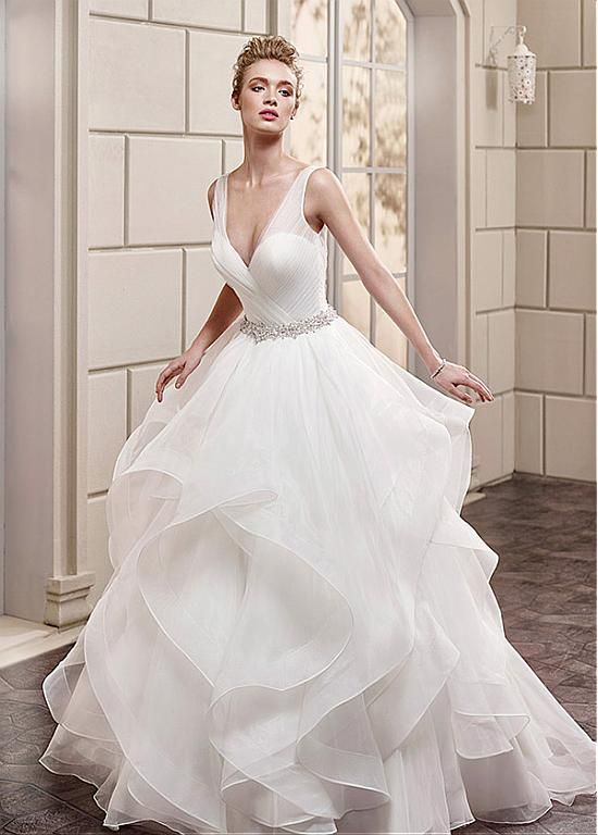Bridesfamily Exquisite Organza V Neck Ball Gown Wedding Dresses