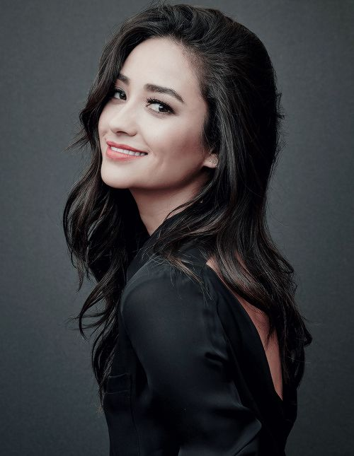 Shay Mitchell || 2015 Summer TCA - Pretty Little Liars Portrait Session